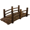 Rustikale Teichbrücke aus Holz