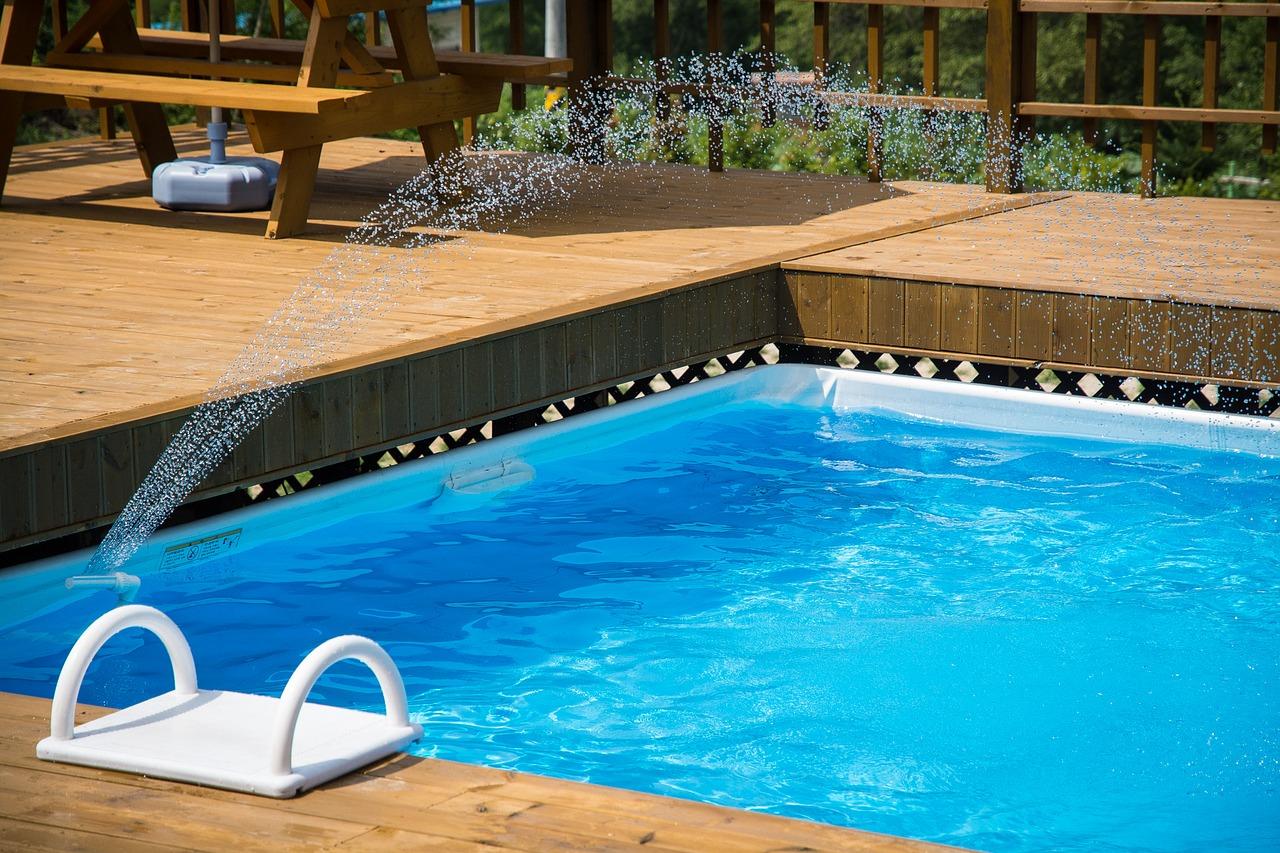 was kostet ein Swimmingpool im Garten